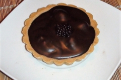 TARTA-DE-CHOCOLATE-OBSCURO-CON-MORAS